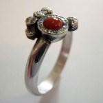 Ring aus 925 Sterlingsilber mit Koralle