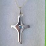 Kreuz aus 925 Sterlingsilber mit Aquamarin